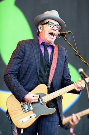 glastonbury_2013_elvis-costello-1